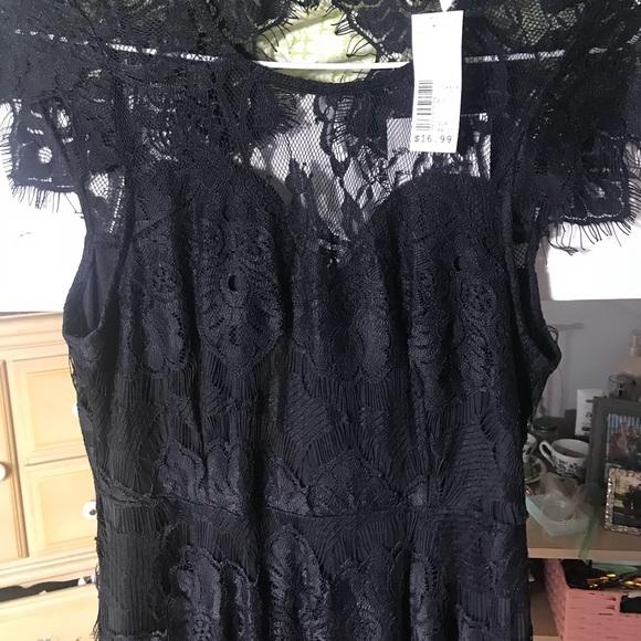 Dresses & Skirts - NEW Black Lace Formal Dress w/ tags